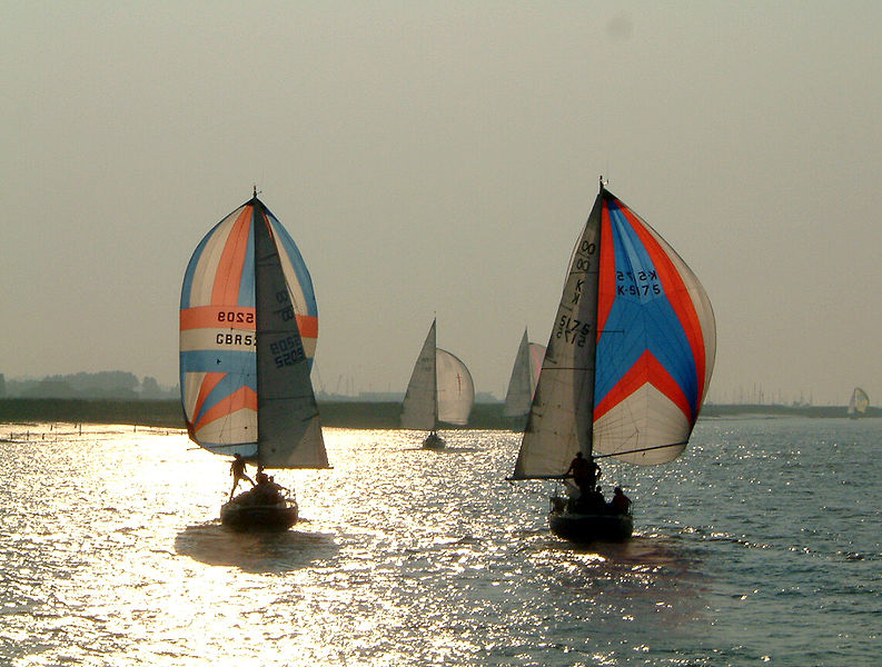 793px-Spinnakers_on_the_River_Crouch