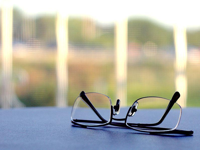 797px-Reading_glasses