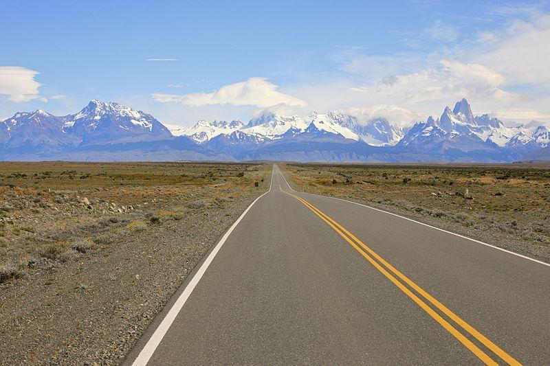 800px-Long_Road_to_El_Chalten_(5452083285)
