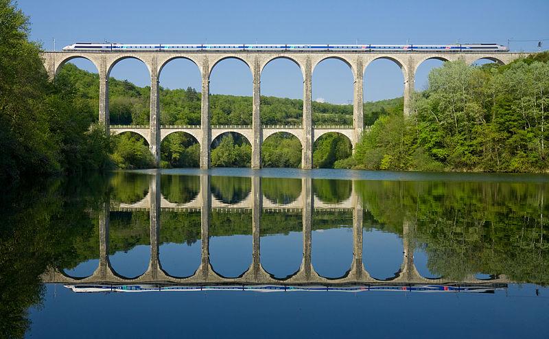 800px-SNCF_TGV_PSE_Viaduc_de_Cize_-_Bolozon