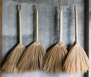 Banaue_Philippines_Handmade-brooms-01