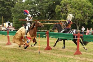 800px-Knights_jousting,_lance_tips_breaking